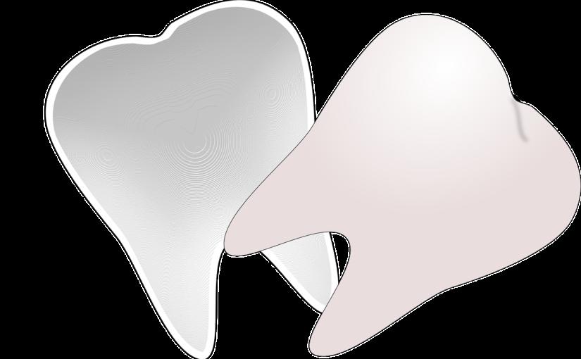 Piękne nienaganne zęby również godny podziwu przepiękny uśmieszek to powód do zadowolenia.